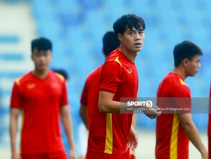 Tuấn Anh không ra sân tập trước trận Việt Nam - Malaysia - Ảnh 2.