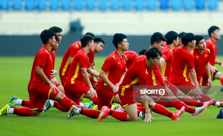 Tuấn Anh không ra sân tập trước trận Việt Nam - Malaysia - Ảnh 3.