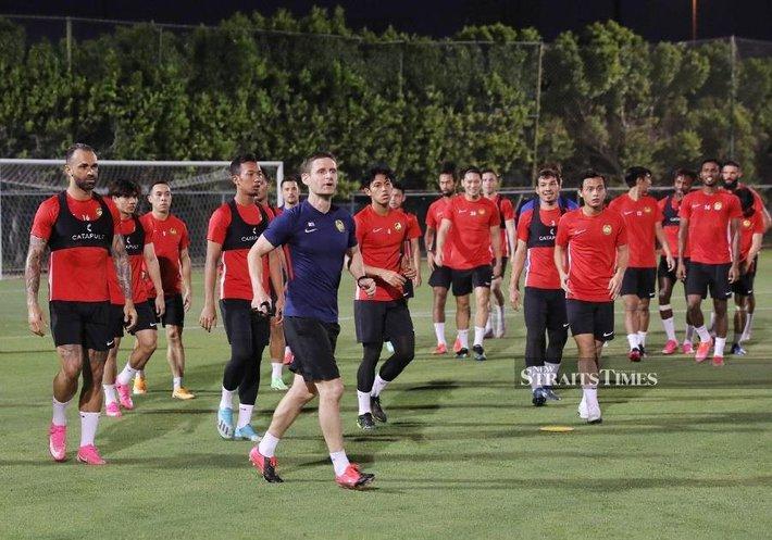 Báo Malaysia lo lắng cho đội nhà, than Đội hình tuyển Việt Nam quá tốt - Ảnh 2.