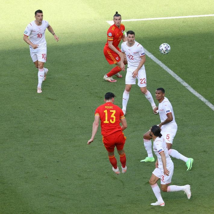 Thủ môn Thụy Sĩ cứu thua như Tấn Trường, Gareth Bale hú vía trong ngày ra quân ở Euro 2020 - Ảnh 1.