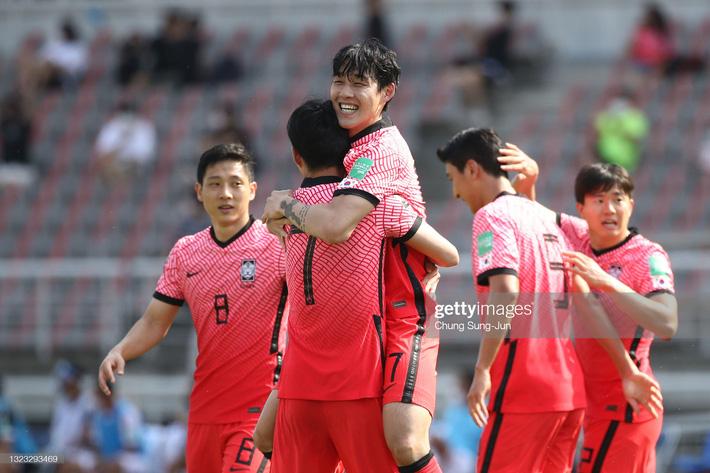 Son Heung-min ăn mừng giống hệt Quế Ngọc Hải, Hàn Quốc loại bớt một địch thủ cho ĐT Việt Nam - Ảnh 1.