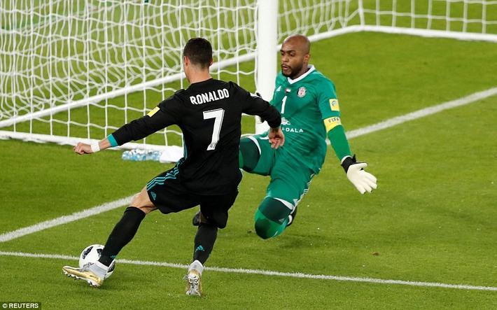 ĐT Việt Nam đối diện thử thách từ thủ môn UAE, người từng khiến Ronaldo phải bất lực - Ảnh 2.