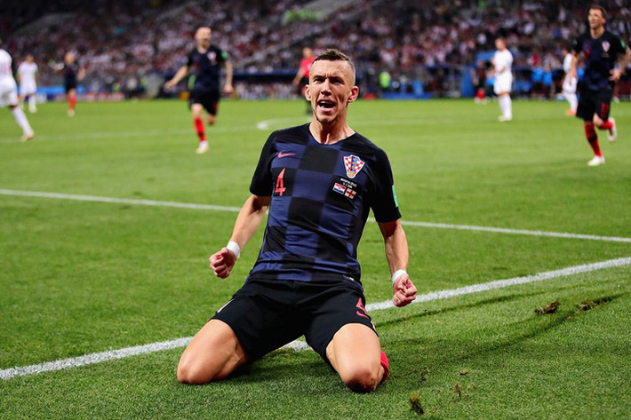Chịu chơi như CĐV Anh, thuê hẳn máy bay mách nước cho HLV Southgate đánh bại ĐT Croatia - Ảnh 4.