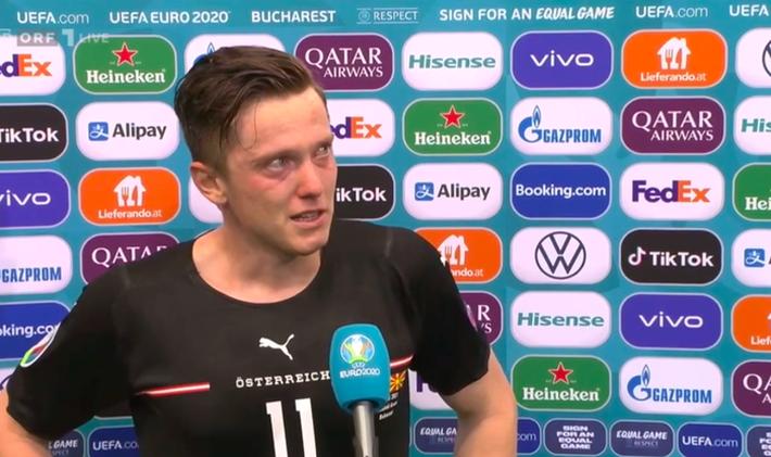 Ghi bàn giúp tuyển Áo thắng trận đầu tiên tại Euro, cầu thủ rơi nước mắt, nghẹn ngào không nói nên lời - Ảnh 2.
