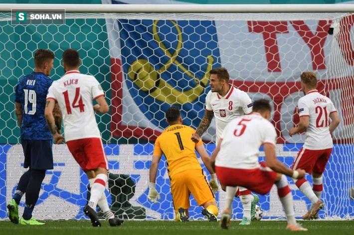 Cầu thủ xuất sắc nhất thế giới không cứu nổi Đại bàng trắng, bẽ bàng nhìn đội nhà thất thủ - Ảnh 2.