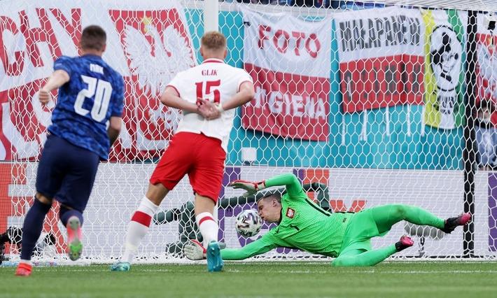 Cầu thủ xuất sắc nhất thế giới không cứu nổi Đại bàng trắng, bẽ bàng nhìn đội nhà thất thủ - Ảnh 1.