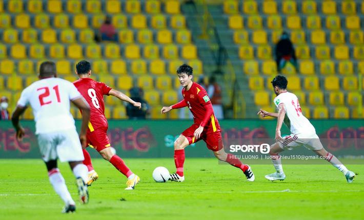 Ban huấn luyện UAE xếp hàng, vỗ tay động viên tuyển Việt Nam sau thất bại - Ảnh 5.