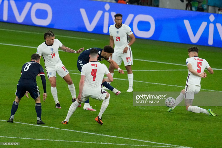 Đại pháo biến thành kẻ ngoài cuộc, đội tuyển Anh sảy chân trước địch thủ trăm năm - Ảnh 1.