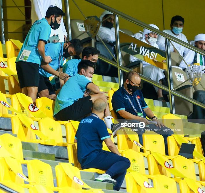 Chuyện giờ mới kể: 45 phút căng thẳng tột độ của tuyển Việt Nam trước UAE - Ảnh 1.