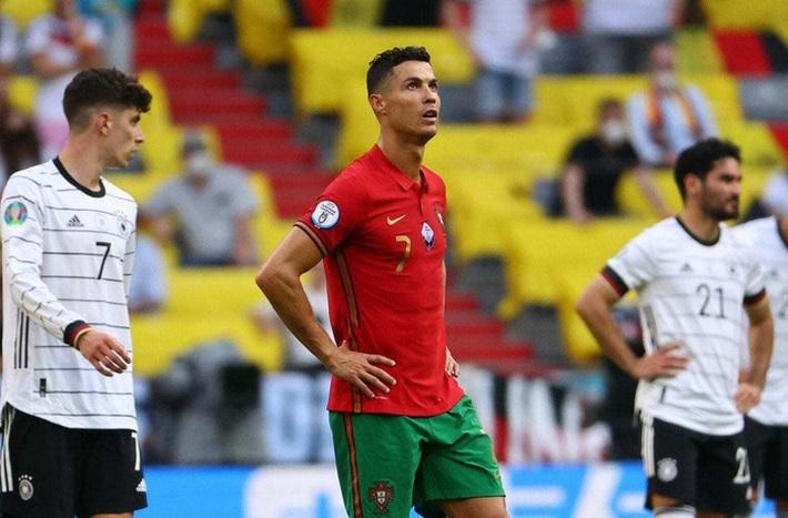 Danh thủ Đức gọi pha tâng bóng của Ronaldo là ngu ngốc và coi thường đối thủ - Ảnh 2.