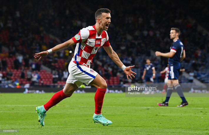Modric ghi siêu phẩm đưa Croatia lách qua khe cửa hẹp; Tam sư vững ngôi đầu nhờ chân gỗ - Ảnh 4.