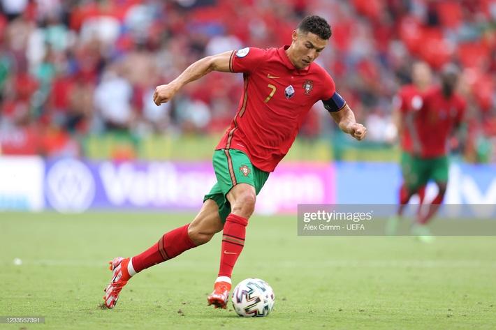 Bất ngờ: Cầu thủ bị chê đứng im như tượng của Bồ Đào Nha chạy nhanh hơn cả Ronaldo - Ảnh 1.