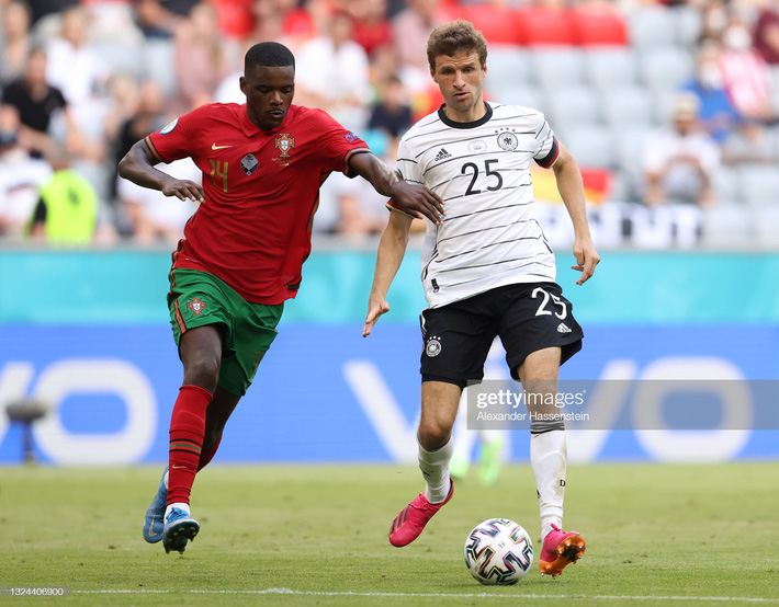 Bất ngờ: Cầu thủ bị chê đứng im như tượng của Bồ Đào Nha chạy nhanh hơn cả Ronaldo - Ảnh 2.