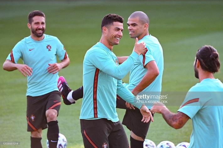 Bất ngờ: Cầu thủ bị chê đứng im như tượng của Bồ Đào Nha chạy nhanh hơn cả Ronaldo - Ảnh 3.