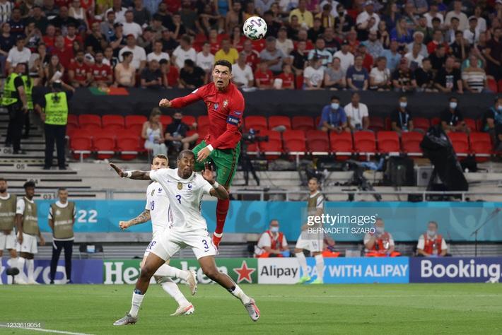 Cuộc đua Vua phá lưới Euro 2020: Lão tướng Ronaldo độc chiếm ngôi đầu nhờ tuyệt chiêu penalty - Ảnh 2.