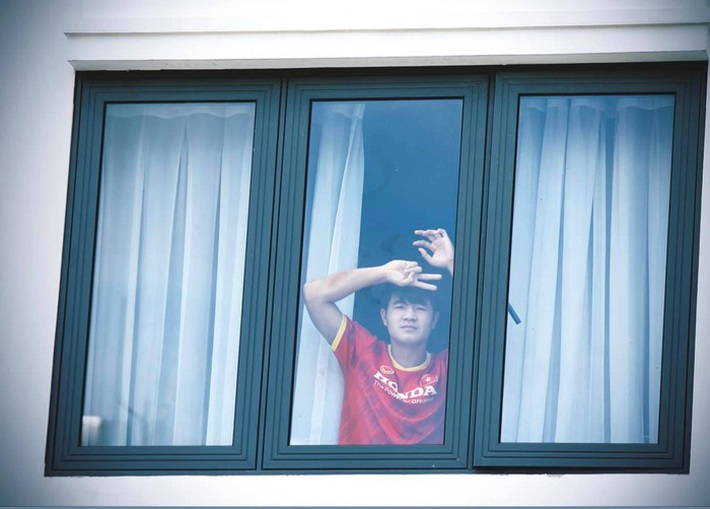 NÓNG: Tuyển Việt Nam xin cách ly thêm tại khách sạn, chưa về với gia đình - Ảnh 1.