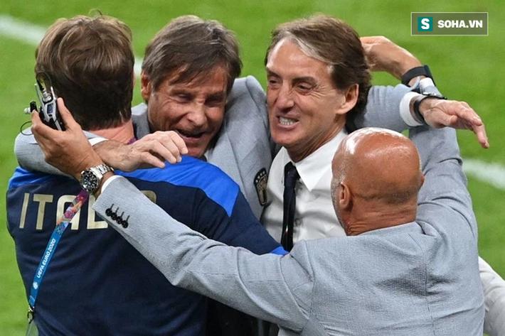 Kịch tính đến giây cuối, Italia vào tứ kết trong ngày đối phương bùng nổ không tưởng - Ảnh 4.