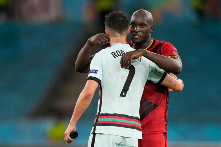 Ảnh: Cầu thủ Bồ Đào Nha thất thần sau khi trở thành cựu vương của Euro - Ảnh 8.