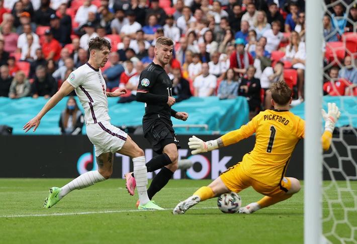 Chấm điểm Anh vs Đức: Sterling sắm vai người hùng, nhà vô địch World Cup biến thành gã hề - Ảnh 1.