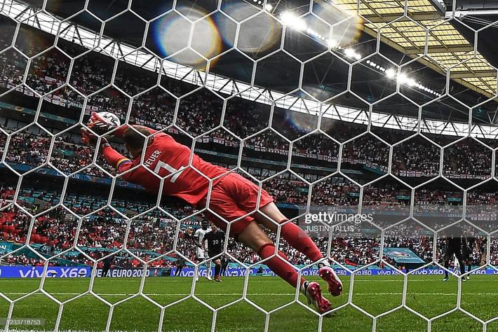 Chấm điểm Anh vs Đức: Sterling sắm vai người hùng, nhà vô địch World Cup biến thành gã hề - Ảnh 6.