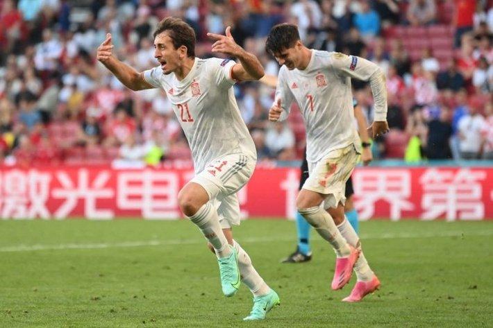 Euro 2021 vừa trải qua một ĐÊM ĐIÊN RỒ - Ảnh 2.