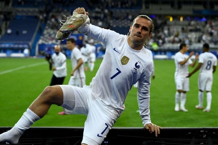 Giroud lập cú đúp trong ngày Benzema dính chấn thương, Pháp thắng trận giao hữu cuối trước Euro - Ảnh 16.
