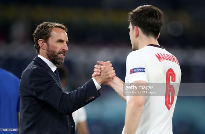 Đội tuyển Anh làm nên lịch sử chính là nhờ một chiến binh vững chãi hơn cả Terry và Rio Ferdinand - Ảnh 5.