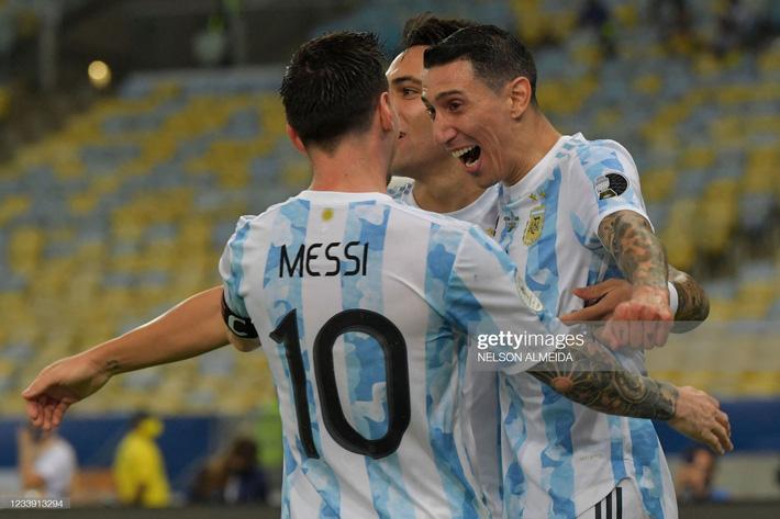 Bật khóc trong ngày đăng quang, Messi chiếm trọn mọi giải thưởng danh giá tại Copa America - Ảnh 2.