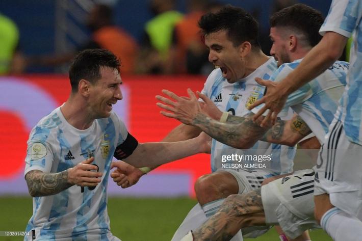 Bật khóc trong ngày đăng quang, Messi chiếm trọn mọi giải thưởng danh giá tại Copa America - Ảnh 4.
