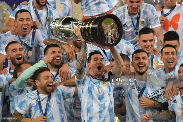 Bật khóc trong ngày đăng quang, Messi chiếm trọn mọi giải thưởng danh giá tại Copa America - Ảnh 6.