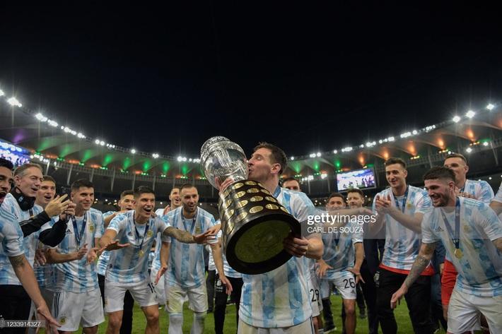 Bật khóc trong ngày đăng quang, Messi chiếm trọn mọi giải thưởng danh giá tại Copa America - Ảnh 8.