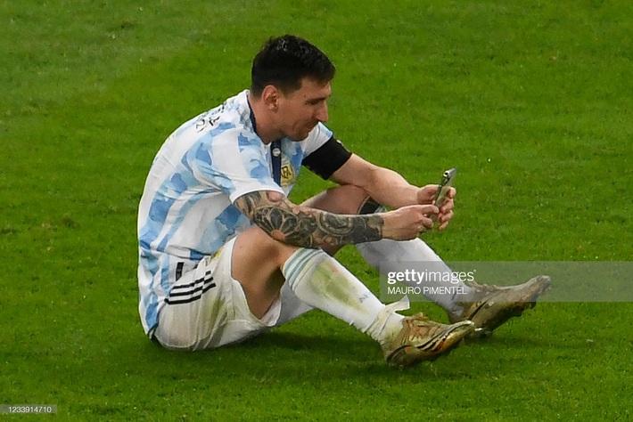 Bật khóc trong ngày đăng quang, Messi chiếm trọn mọi giải thưởng danh giá tại Copa America - Ảnh 11.