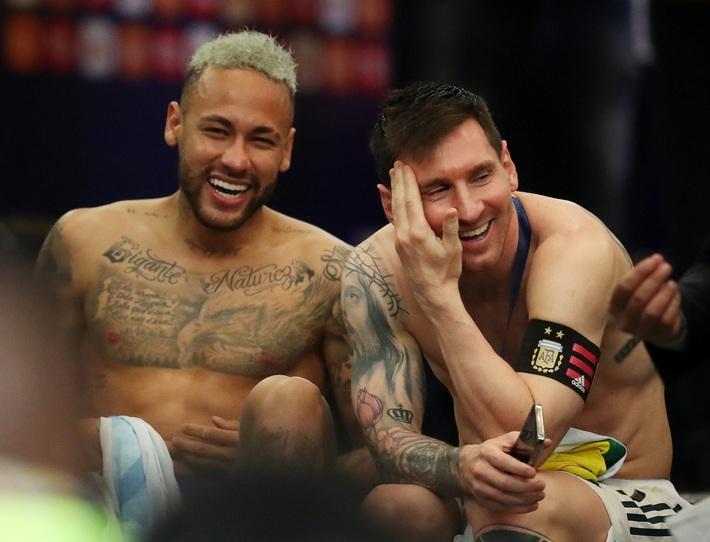 Neymar gây tranh cãi lớn khi vừa khóc nức nở vì thua trận xong đã vui vẻ cười đùa với Messi - Ảnh 7.