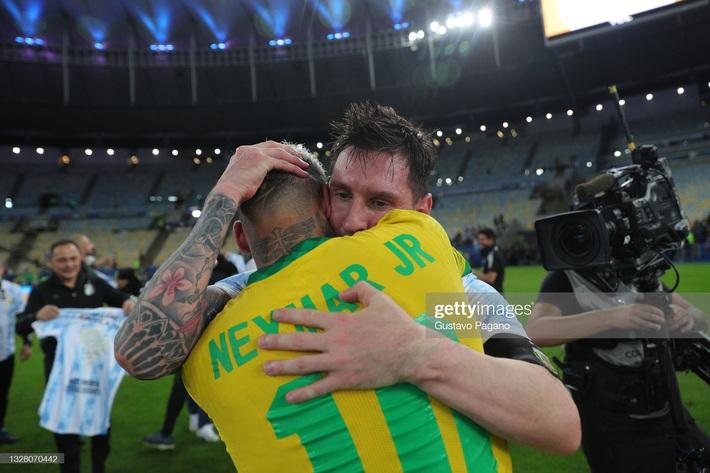Neymar gây tranh cãi lớn khi vừa khóc nức nở vì thua trận xong đã vui vẻ cười đùa với Messi - Ảnh 5.