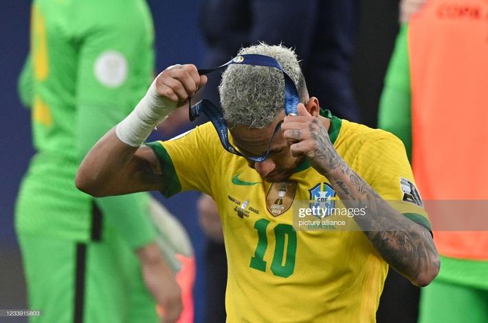 Neymar gây tranh cãi lớn khi vừa khóc nức nở vì thua trận xong đã vui vẻ cười đùa với Messi - Ảnh 6.