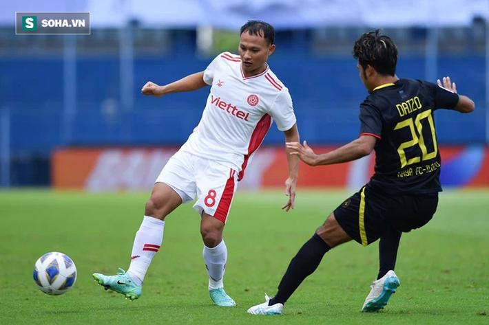 Trọng Hoàng 3 phút câu được 2 thẻ đỏ, ĐKVĐ V.League có trận thắng lạ kỳ ở giải châu Á - Ảnh 1.