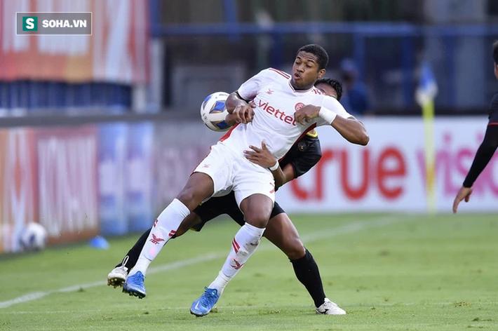 Trọng Hoàng 3 phút câu được 2 thẻ đỏ, ĐKVĐ V.League có trận thắng lạ kỳ ở giải châu Á - Ảnh 2.