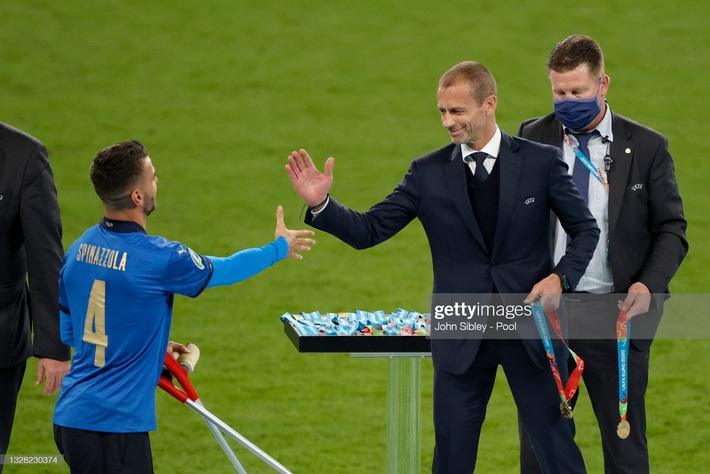Ảnh: Đội tuyển Italia ăn mừng chức vô địch Euro 2020 trong nỗi đau khôn cùng của người Anh - Ảnh 7.