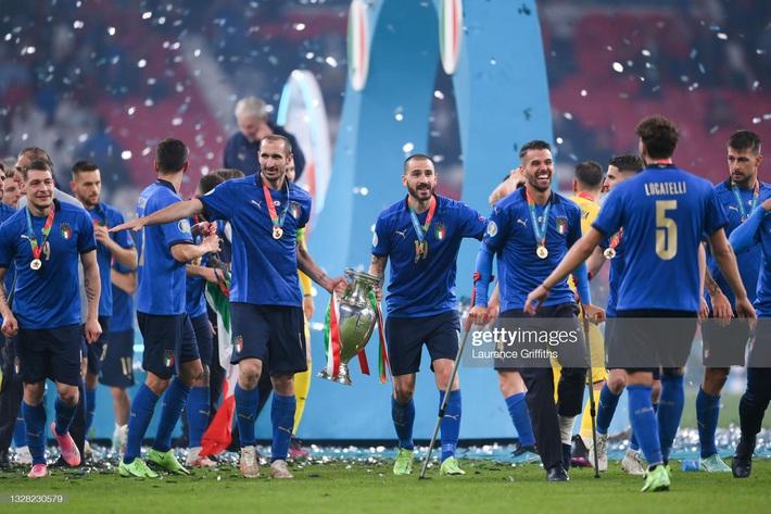 Ảnh: Đội tuyển Italia ăn mừng chức vô địch Euro 2020 trong nỗi đau khôn cùng của người Anh - Ảnh 8.