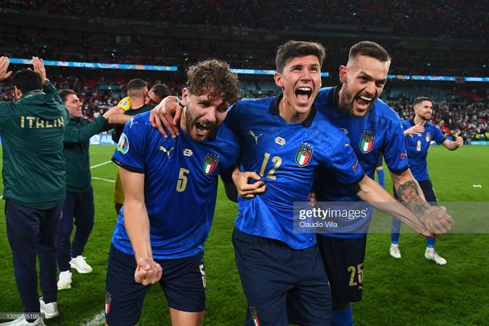 Ảnh: Đội tuyển Italia ăn mừng chức vô địch Euro 2020 trong nỗi đau khôn cùng của người Anh - Ảnh 10.