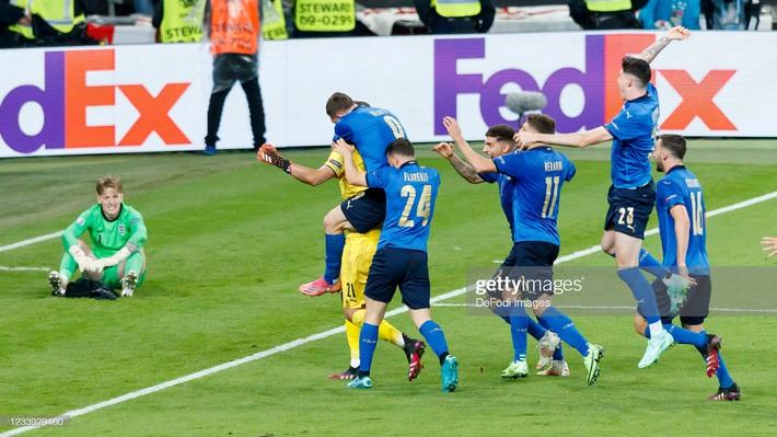 Ảnh: Đội tuyển Italia ăn mừng chức vô địch Euro 2020 trong nỗi đau khôn cùng của người Anh - Ảnh 15.
