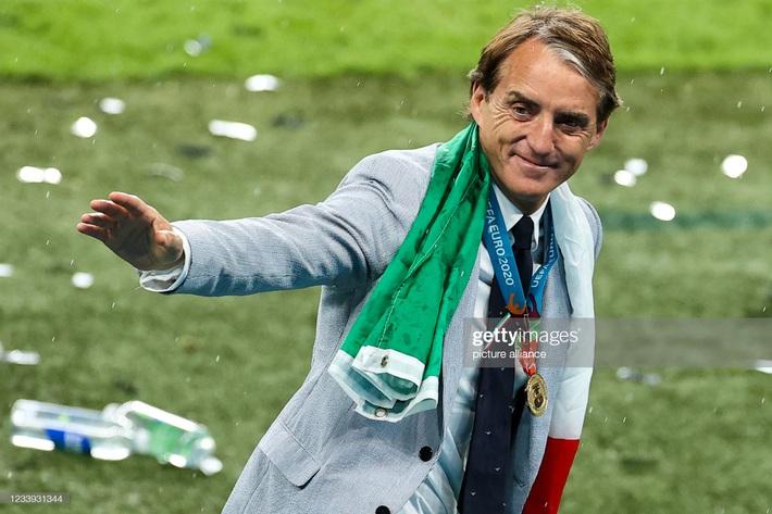 Ảnh: Đội tuyển Italia ăn mừng chức vô địch Euro 2020 trong nỗi đau khôn cùng của người Anh - Ảnh 14.