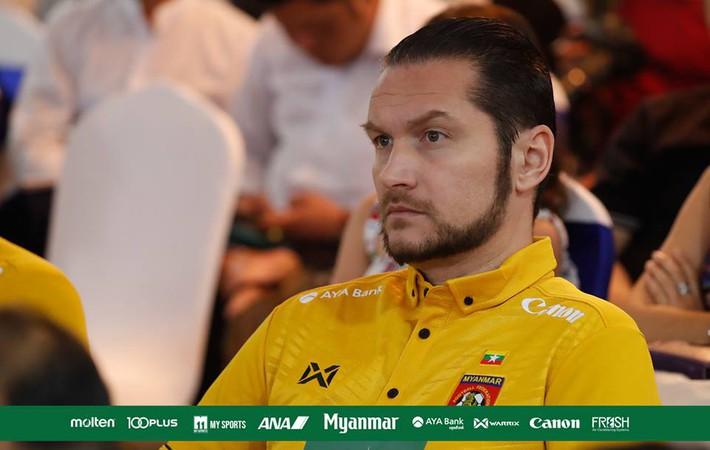 HLV U23 Myanmar lớn tiếng đe dọa U23 Việt Nam, đòi giành ngôi nhất bảng - Ảnh 1.