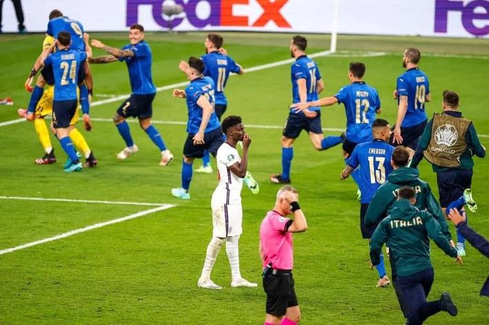 Cầu thủ Anh sốc khi HLV Southgate để Saka đá 11m, lý do phía sau cuối cùng cũng được hé lộ - Ảnh 1.