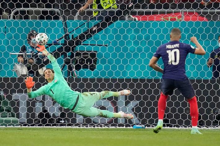 6 cầu thủ chơi hay nhất ở Euro 2020 - Ảnh 3.