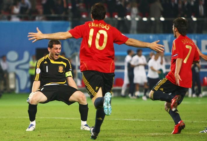 Lịch sử đối đầu Italia vs Tây Ban Nha: Những khúc ngoặt không tưởng và 2 kẻ làm nền vĩ đại - Ảnh 2.
