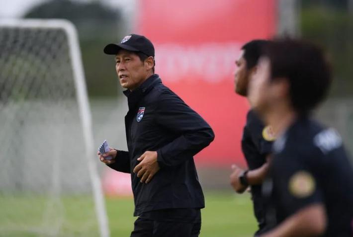 Hé lộ thời điểm HLV Nishino có thể bị sa thải ở tuyển Thái Lan - Ảnh 1.