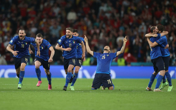 Ảnh: Tuyển Italy ăn mừng cuồng nhiệt sau chiến thắng tại bán kết Euro 2020 - Ảnh 2.