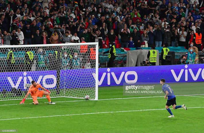 Người hùng tuyển Ý kể khoảnh khắc đánh lừa thủ môn TBN, đưa đội nhà vào chung kết Euro - Ảnh 1.