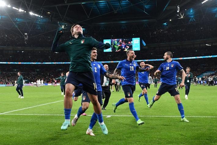 Ảnh: Tuyển Italy ăn mừng cuồng nhiệt sau chiến thắng tại bán kết Euro 2020 - Ảnh 4.